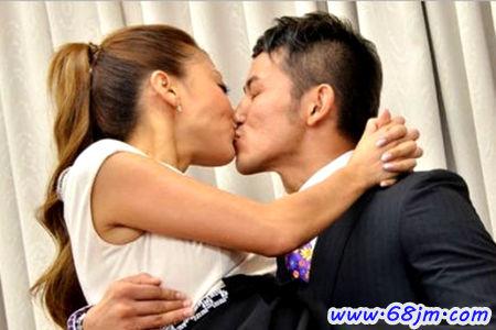 梦见被丈夫吻 老公亲吻我预示将来会发生什么 68解梦图片